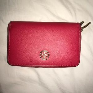 NWOT Tory Burch wallet! Perfect size